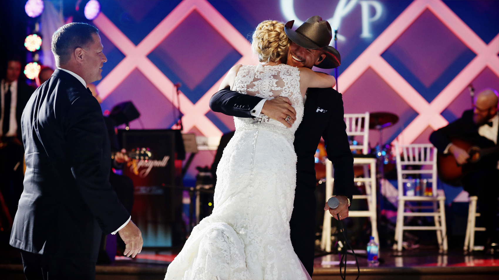 Tim McGraw Surprises Bride (:60 preview)